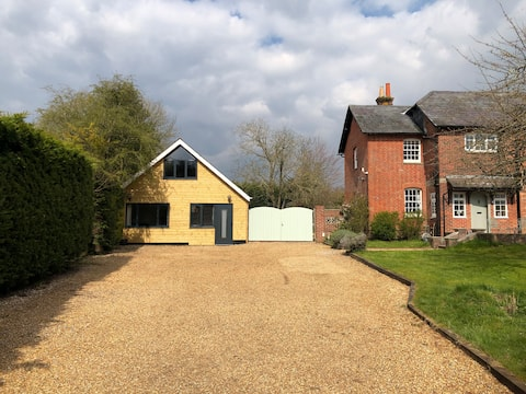 Countryside location great for walkers & cyclists