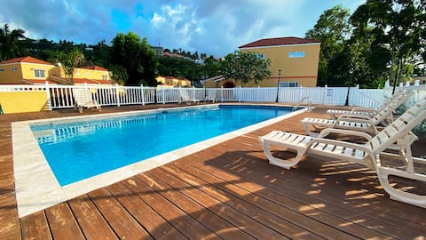 ★New! Hip-Strip/Beach/Pool/Gym★Close to Airport!