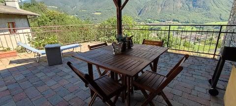 Appartamento in villa bifamiliare con terrazza
