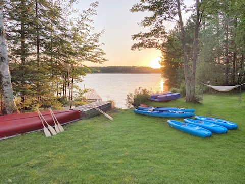 White Pines Cabin: Lakefront for Family & Fishing