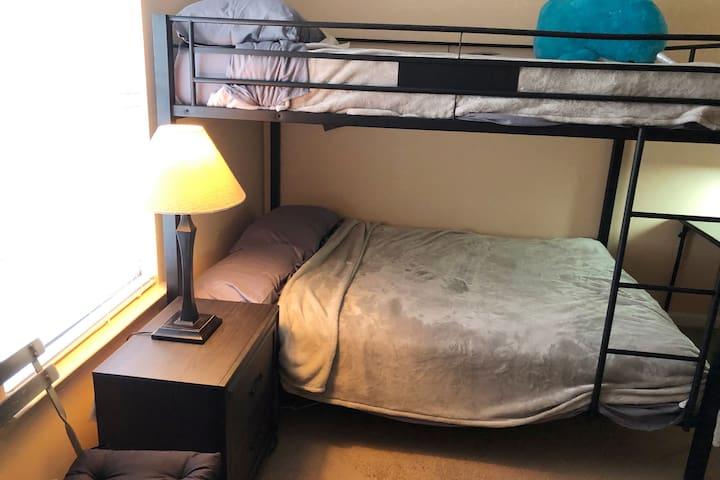 2nd Bedroom - 2 Full Queen Beds