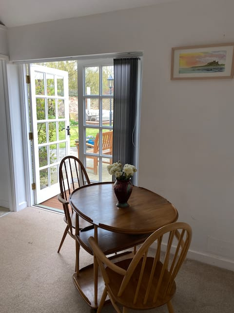 Comfortable, private annexe with off-road parking