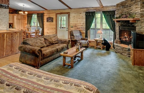 Secluded Cabin in the Woods! 1 story
