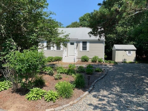 New listing! Cotuit Cottage 3 bed in quiet setting