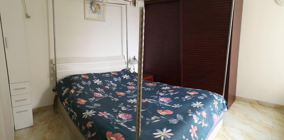 1.5米的双人床,宜家衣柜,非常优质的床垫