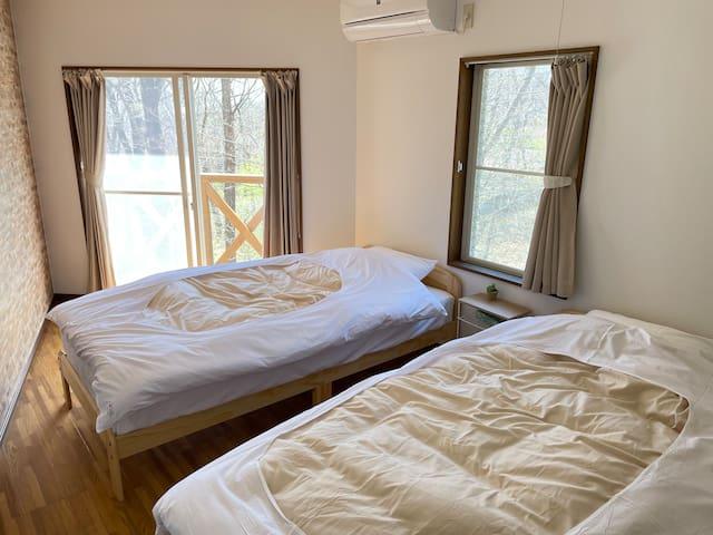 2階南西側ベッドルーム