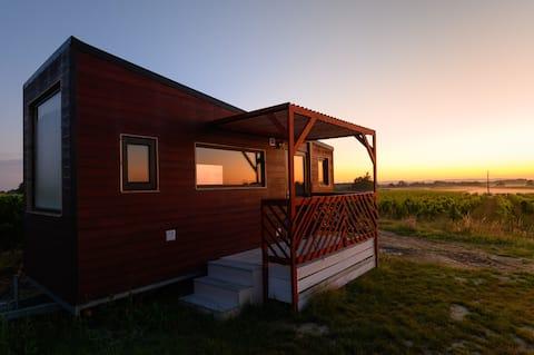 Tiny House Chamade middenin de wijngaarden