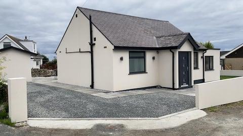 3 bedroom detached bungalow in Moelfre