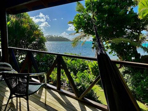 Gwen's Cottage @ Muri Beach