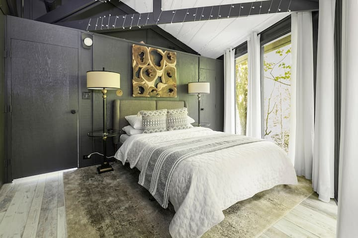 Relaxing master suite