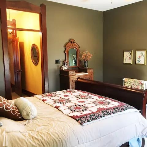 Hibiscus Suite Queen bed and with private bath.