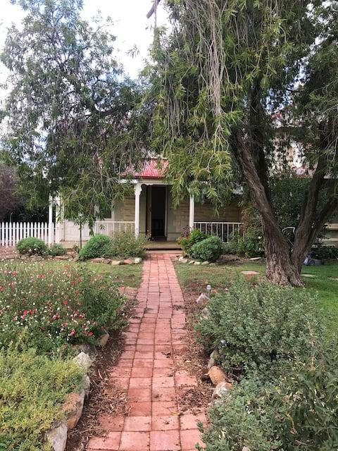 Jamestown Home Large, spacious, peaceful surrounds