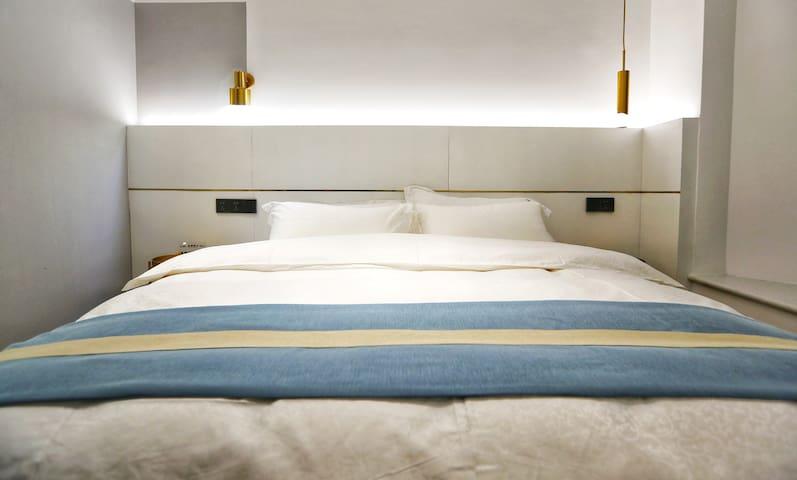 1.8米大床 全鸭绒枕芯、被套;房间带地暖