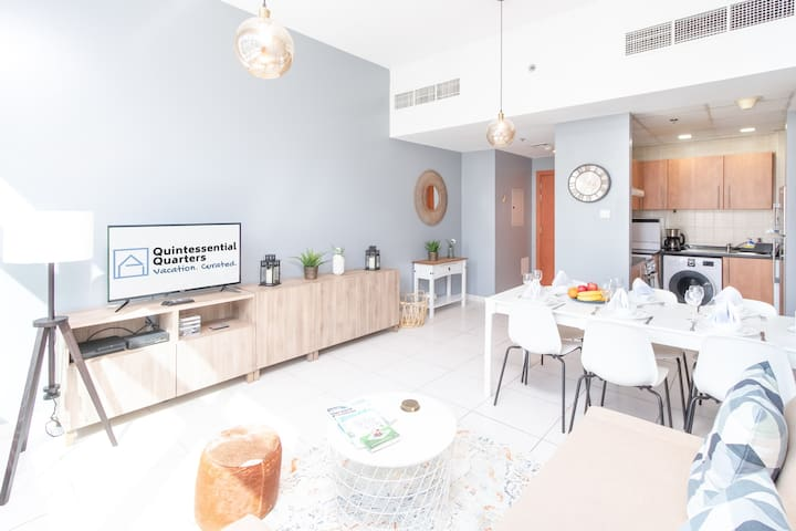 Lovely seating area with kitchenette