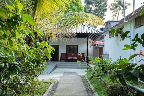 Family Villa In Kumarakom, Accessible to Lake