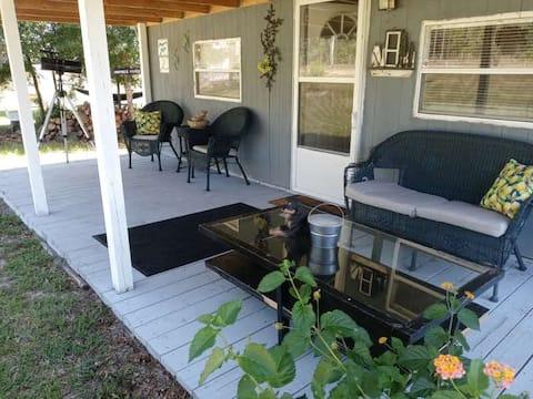 Serene Farm Cottage near Rainbow Springs