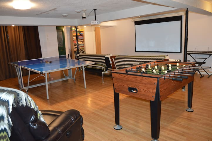 Walkout basement incl. home theatre with hundreds of DVDs to choose from, many board games, ping pong, foosball, arts and crafts and toys for the kids. You can put a DVD right into the projector and press play.