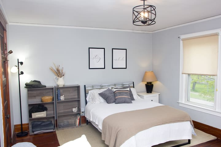 Master room , also has a large closet.