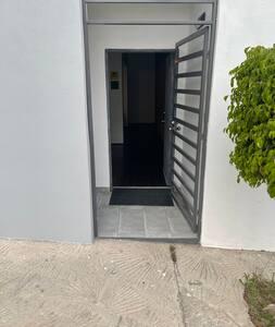 Main entrance to the apartment.  Entrada principal al apartamento.
