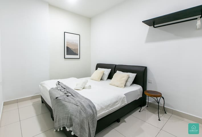 Bedroom 2:   2 Single Beds, attached Bathroom