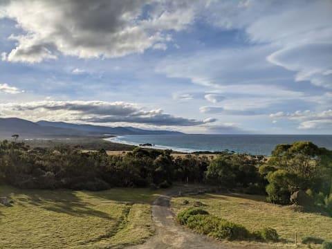 Ocean View Retreat- 2 bdrm apartment: Maclean Bay