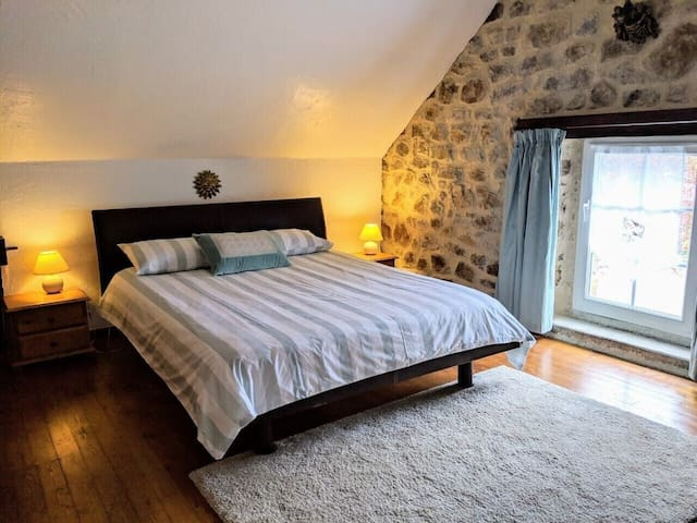 Master bedroom 160x200cm bed