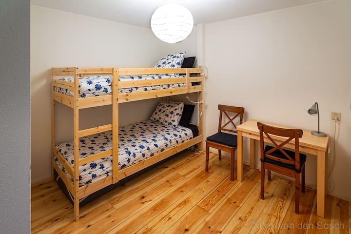 slaapkamer 2 (stapelbed)