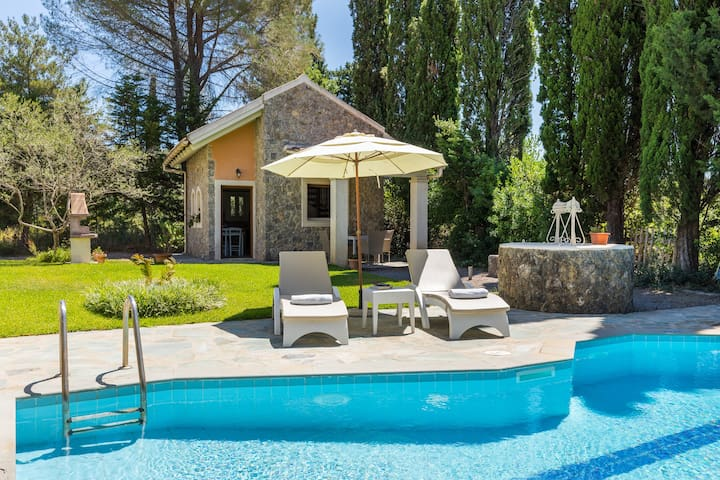 Cottage in Dassia, Private Pool, 200m to the Beach