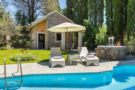 Petrinos Cottage , Private Pool, 200m to the Beach
