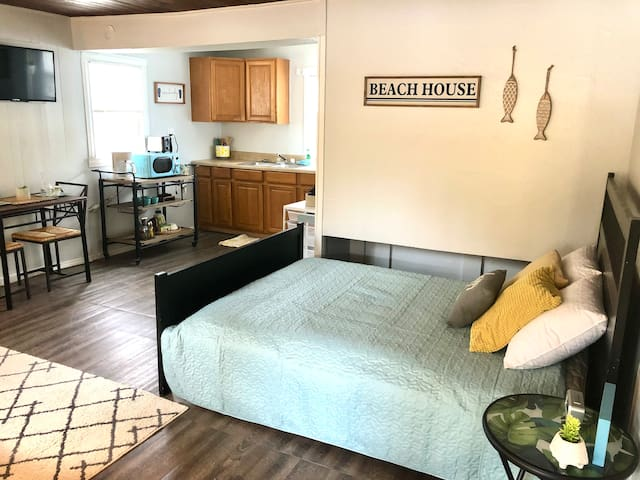 Studio apartment: bed, kitchenette, and dining table