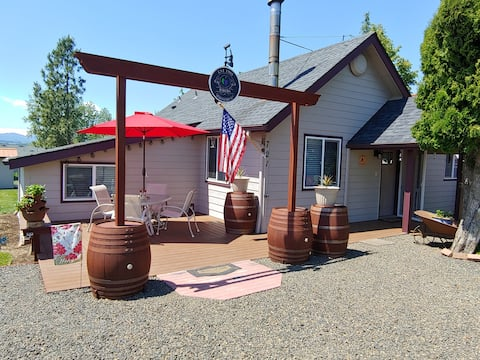 Cute & cozy wine country home-across from wineries