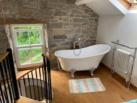Lovely cosy Welsh cottage near Trefor Beach