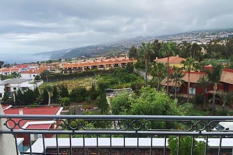 Espacio tranquilo con terraza que alegra la vista