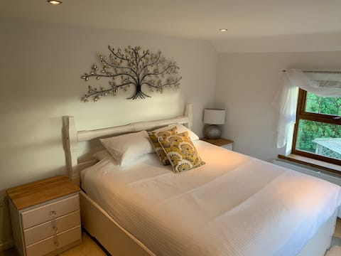 Private double room & ensuite in rural retreat