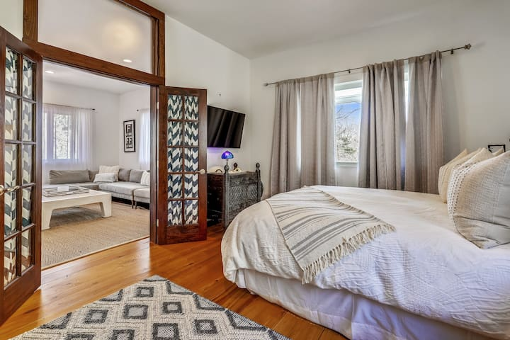 The first Master Bedroom located on the first level has a comfortable Queen-sized bed with an en-suite bathroom.