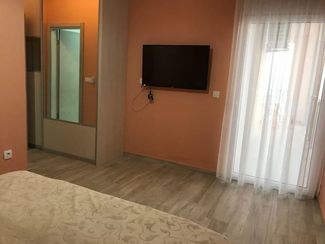 Soba 1 sa sopstvenim kupatilom