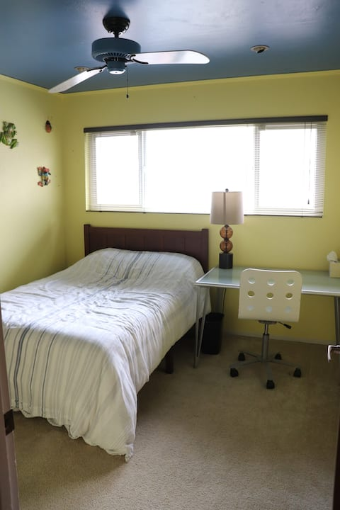 Private room in Salinas/Monterey home