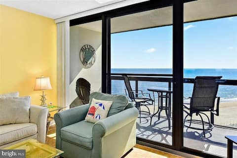Beachfront with a View and Amenities Galore