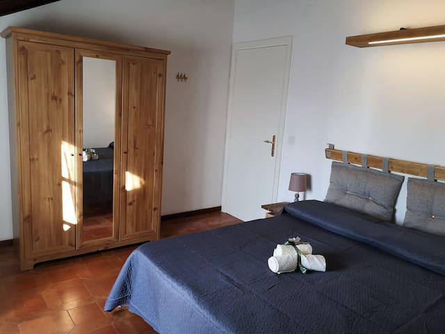 Camera matrimoniale con terrazzino e vista mozzafiato su Tropea