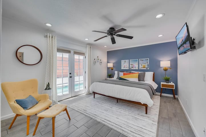 Master Bedroom - King Bed w/ Memory Foam Topper - Direct Pool Access - Smart TV w/ Roku and YouTube TV Included