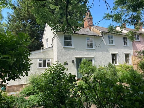 Wrenwood Cottage - quiet, riverside retreat