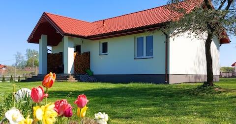 Wygodny Dom na Ponidziu z Basenem