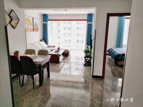 小郝日租公寓,避暑山庄附近,免费停车,有Wi-Fi,空调,茶吧机,热水器,家具电器齐全,