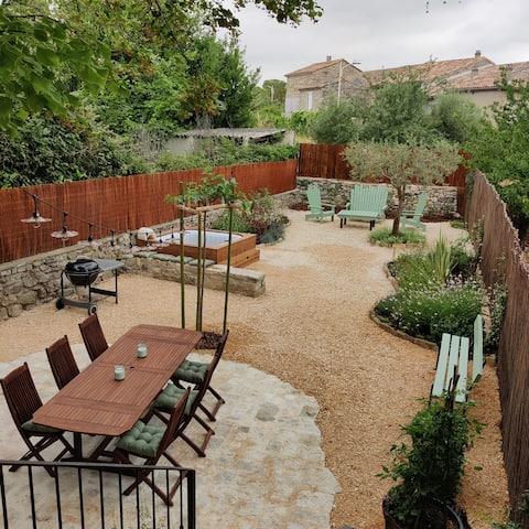 Maison de village rénovée avec jardin et jacuzzi