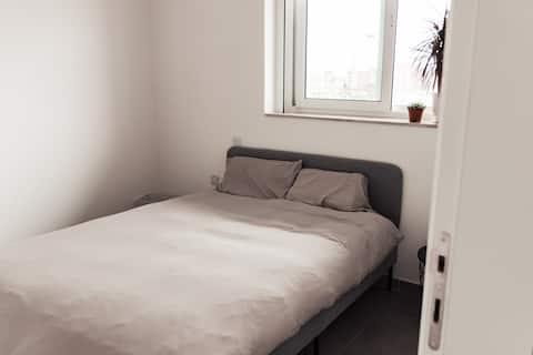 Privat soveværelse og badeværelse i førsteklasses beliggenhed