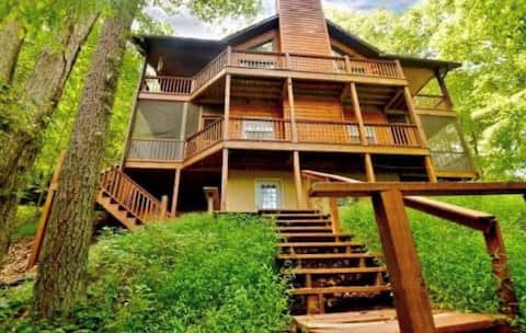 Lazy Bear Cabin on Lake Apalachia in the Smokies