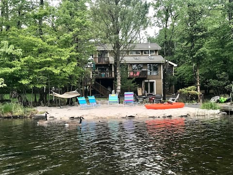 Lake Front in Tobyhanna.  HOT TUB! GAME ROOM!