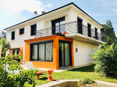Villa Pop Furnished independent apartment with garden