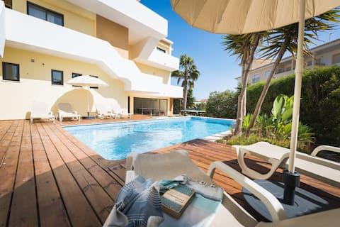 Villa Boho - élégante villa moderne au bord de la piscine