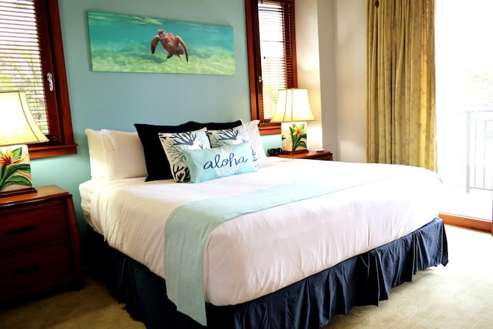Master bedroom boosts a new king size mattress with Hotel quality 1800 thread count sheets. The subtle tranquil blues will have you right in dream land.